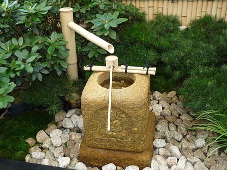 Fuente de bambú de jardín.