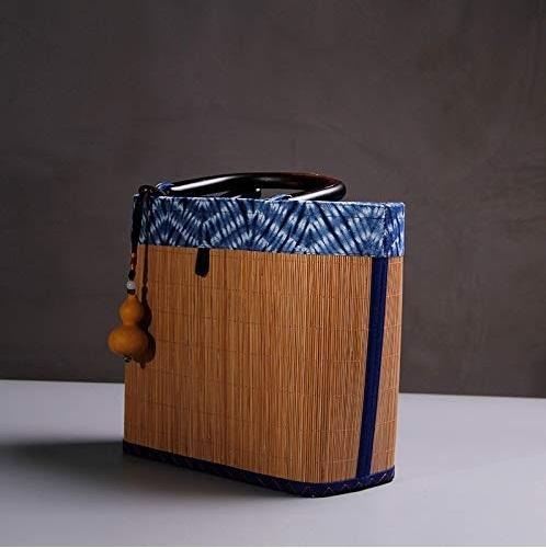 Bolso de bambú elegante.