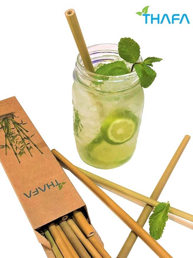 limonada casera con sorbete de bambú.